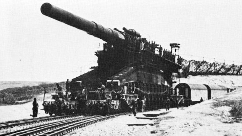 «Дора» - уникальное сверхтяжёлое железнодорожное артиллерийское орудие германской армии.