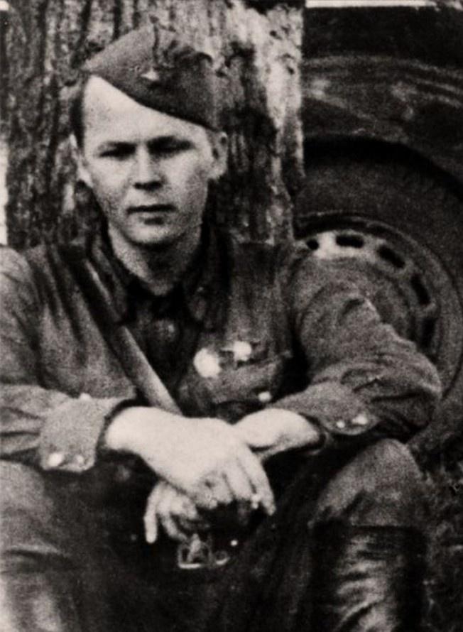 Александр Твардовский - военный корреспондент газеты «Красная Армия».
