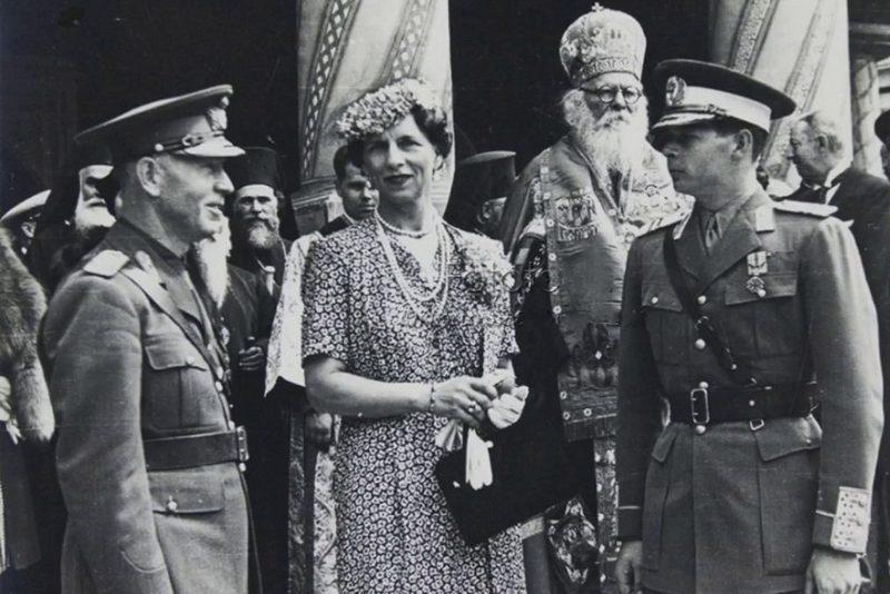 Премьер-министр маршал Ион Антонеску, королева-мать Елена и новый король Михай I.