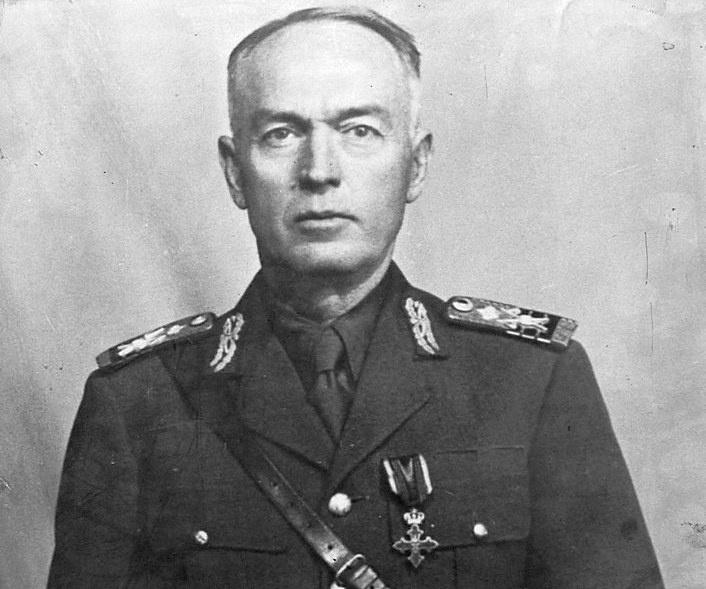 Ион Антонеску происходил из офицерской семьи и также избрал для себя карьеру военного.