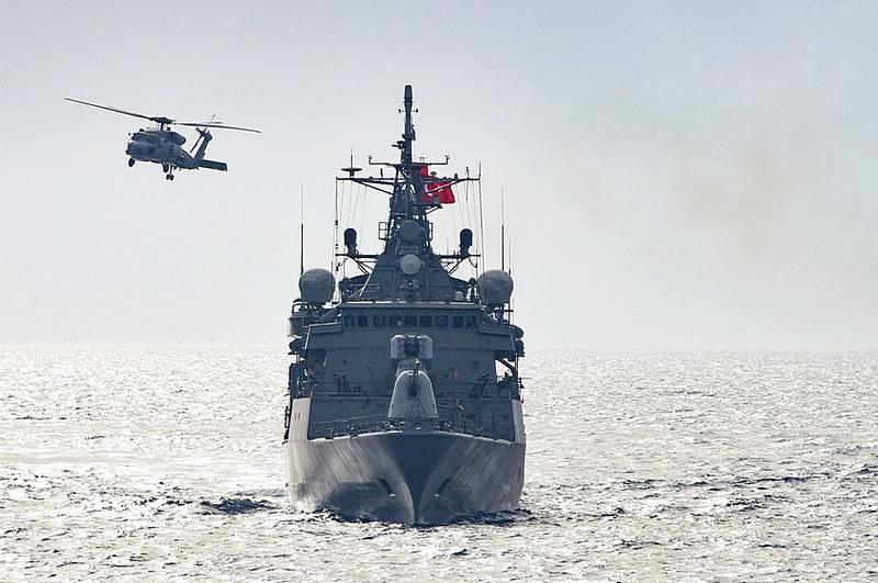 Турецкий фрегат с помощью радара системы ракетного наведения «подсветил», то есть фактически взял на прицел французский военный корабль.