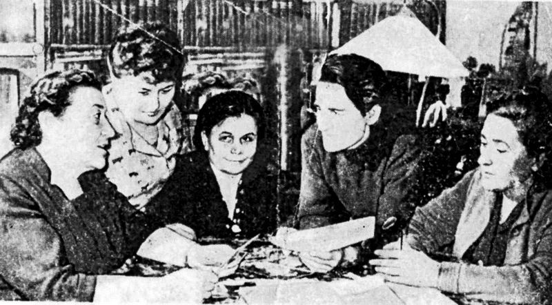 Партизаны женского отряда «Родина». Слева направо: Р. Фридзон, М. Андриевская, Р. Рылова, Н. Лисовец, Л. Самчинская. 1960 год.