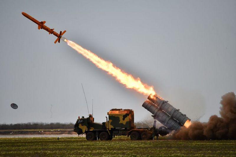 Испытание крылатой ракеты «Нептун», являющейся модернизацией старой советской противокорабельной КР Х-35.