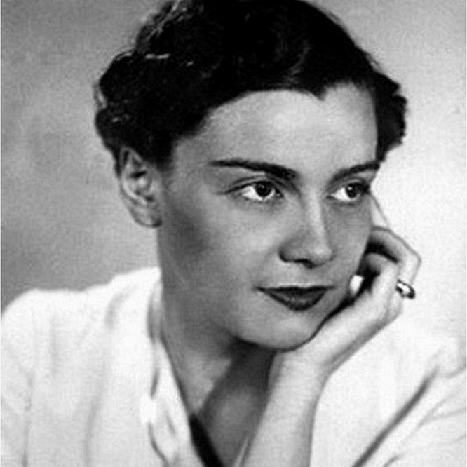 Вера Аполлоновна Оболенская была назначена генеральным секретарём ОСМ после ареста Жака Артюиса.