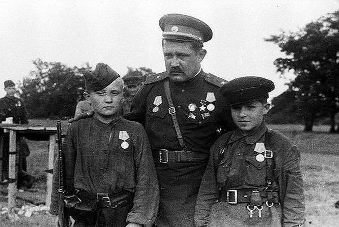 Алексея Фёдорова назначили первым секретарём Волынского подпольного обкома и ему было присвоено звание генерал-майора.