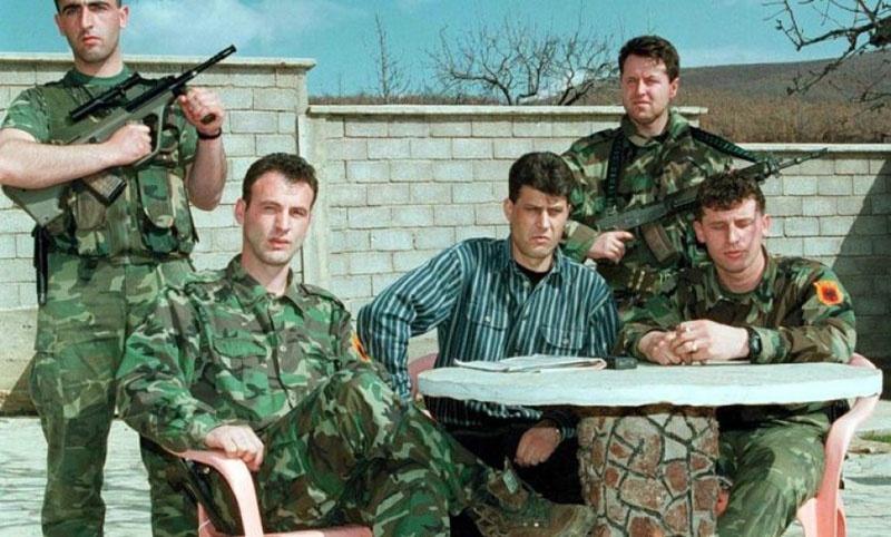 Хашим Тачи, один из лидеров «Армии освобождения Косово» (ОАК), виновен в сотнях убийств, в торговле человеческими органами и наркотиками.