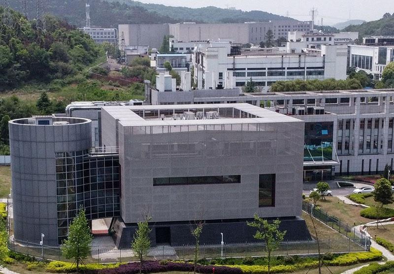 США неоднократно бездоказательно обвиняли КНР в утечке коронавируса из Уханьского института вирусологии.