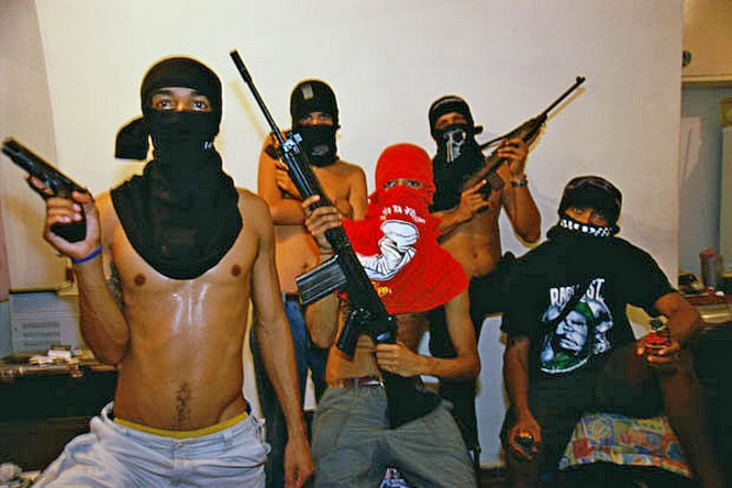 В местах компактного проживания будут формироваться банды основных расовых конгломератов.