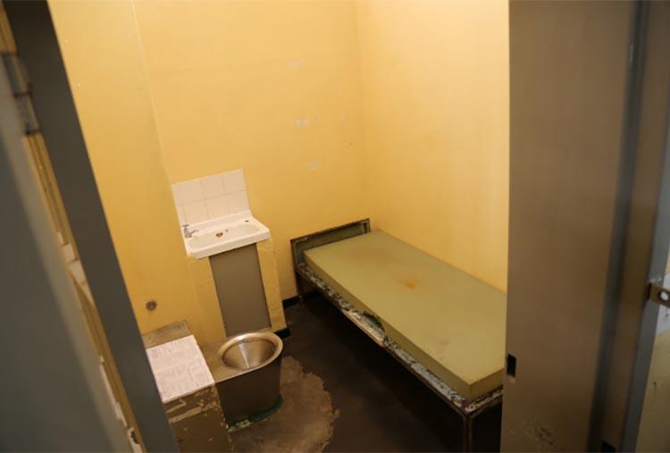Камера в тюрьме в Претории.