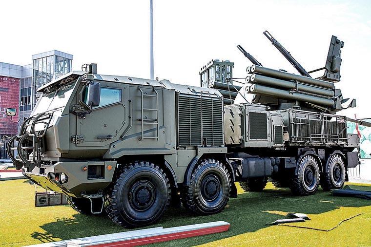 «Панцири-СМ» будут в двух вариантах - ракетных (24 ракеты на комплекс) и ракетно-пушечных (12 ракет на комплекс).