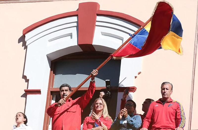 Николас Мадуро успешно контролирует ситуацию в стране и не менее успешно отражает все происки американцев.
