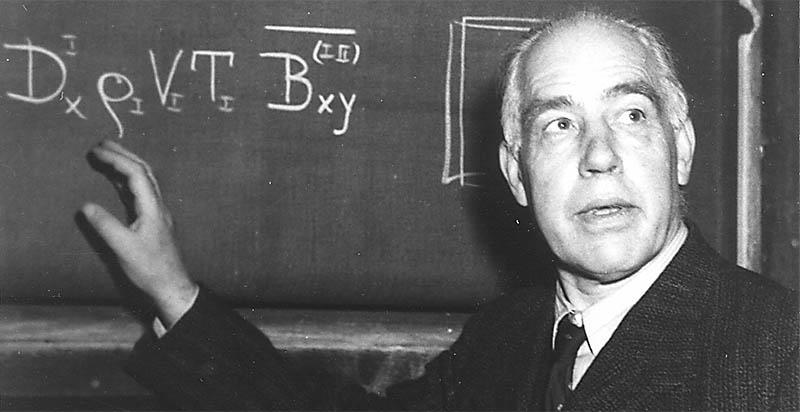 Нильс Бор ответил на главный вопрос: какому реактору отдать предпочтение - графитному или работающему на тяжёлой воде.