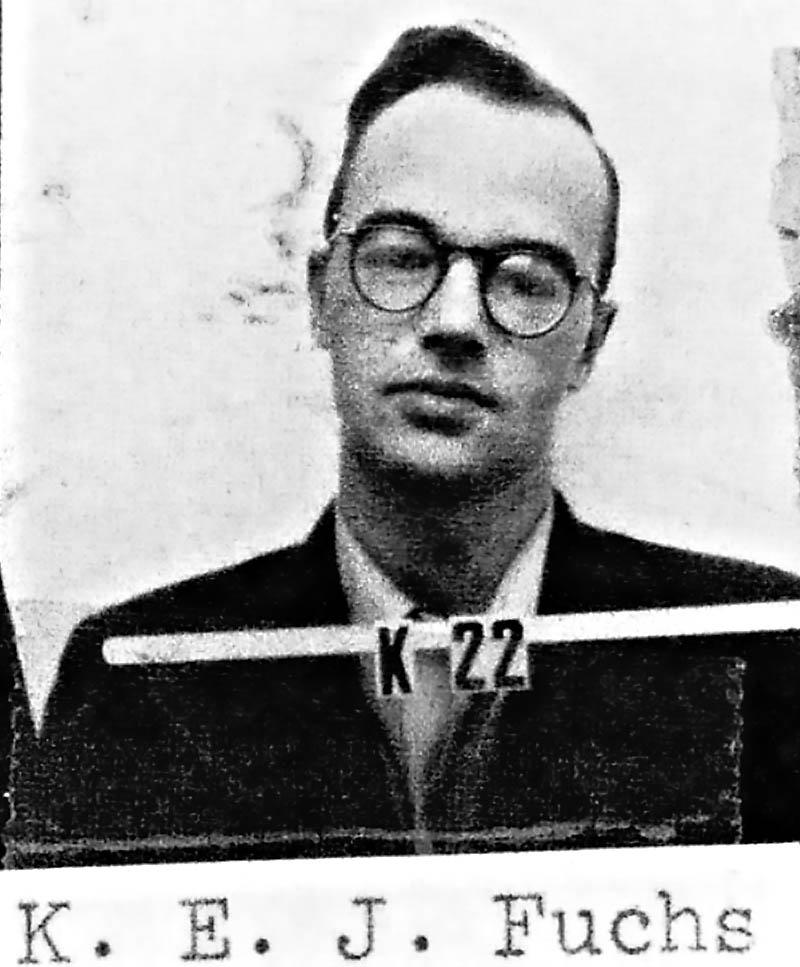 Немецкий физик Клаус Фукс по собственной инициативе вышел на советскую разведку.