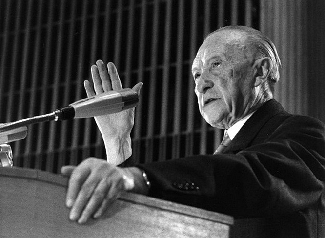 Канцлер ФРГ Конрад Аденауэр.