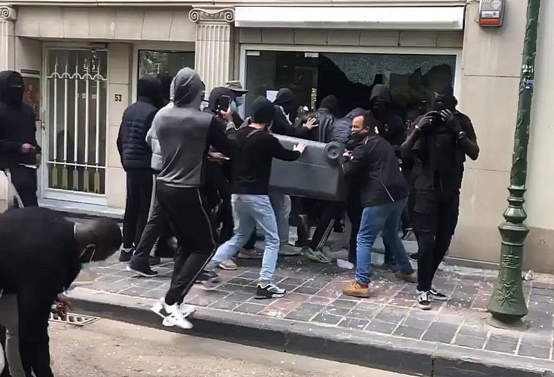 Погром магазина в в Брюсселе в июне этого года.