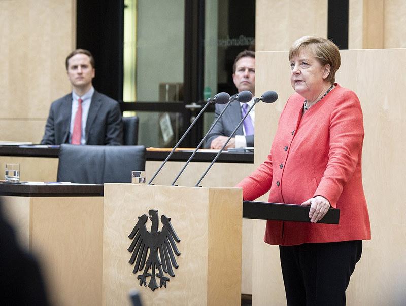На немецкой политической арене госпожа канцлер потеряла расположение «глобалистов» и «зелёных».