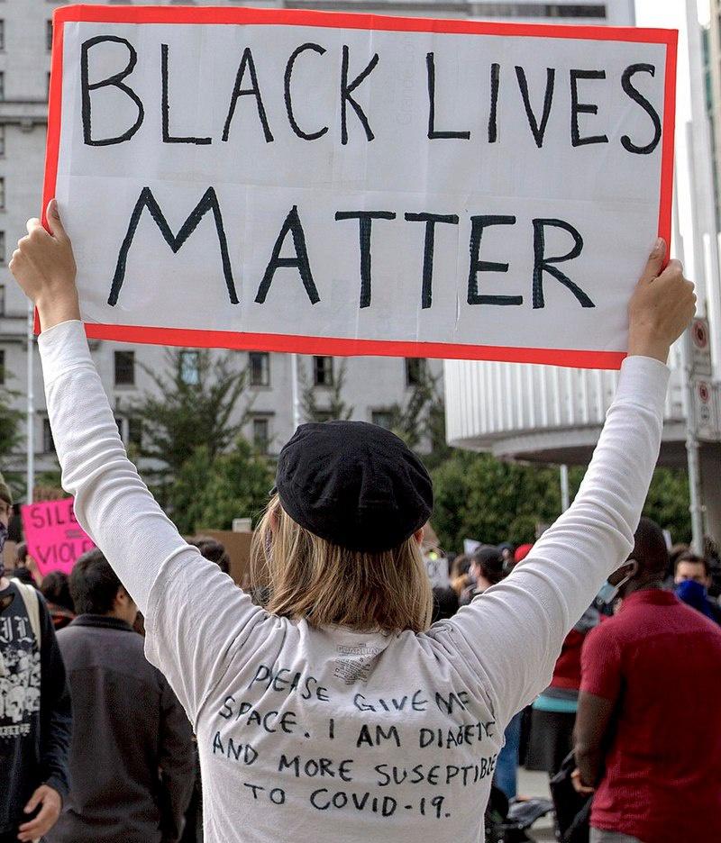 Лозунг-мем «Жизнь чёрного имеет значение» (BLM) позволил объединить под общими знамёнами европейских зелёных, глобалистов и леваков с уличной армией мигрантов.
