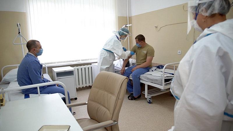 С 18 июня на базе Главного военного клинического госпиталя имени Н.Н. Бурденко проводятся испытания вакцины на добровольцах.