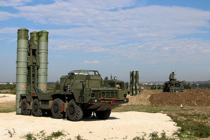 Ракетно-зенитные комплексы С-400 на охране неба Сирии.