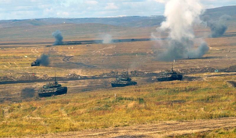 Танковая атака. Учения с боевой стрельбой.