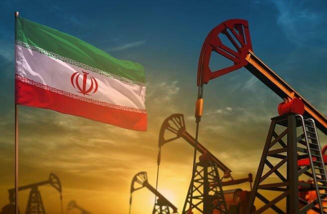 Иран получает маржу от продажи нефти в размере не менее 25 миллиардов долларов в год.