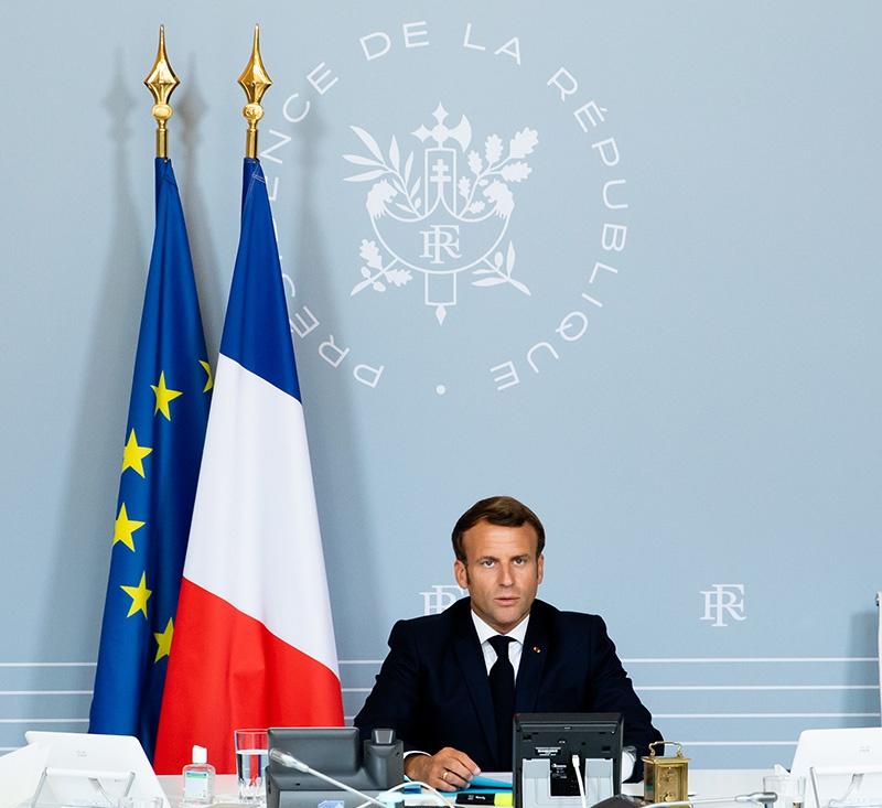 В ноябре прошлого года французский лидер в интервью The Economist не только подверг критике политику США, но и поведал о плачевном положении Североатлантического альянса.