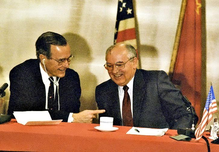 Буш не поверил своим ушам, когда Горбачев заявил, что пребывание американских войск в Европе является стабилизирующим фактором.