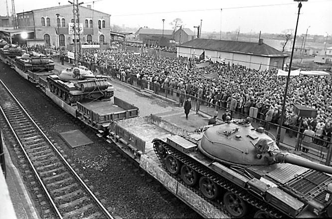 Решение об одностороннем выводе из Германии советских войск Горбачёв принял лично.
