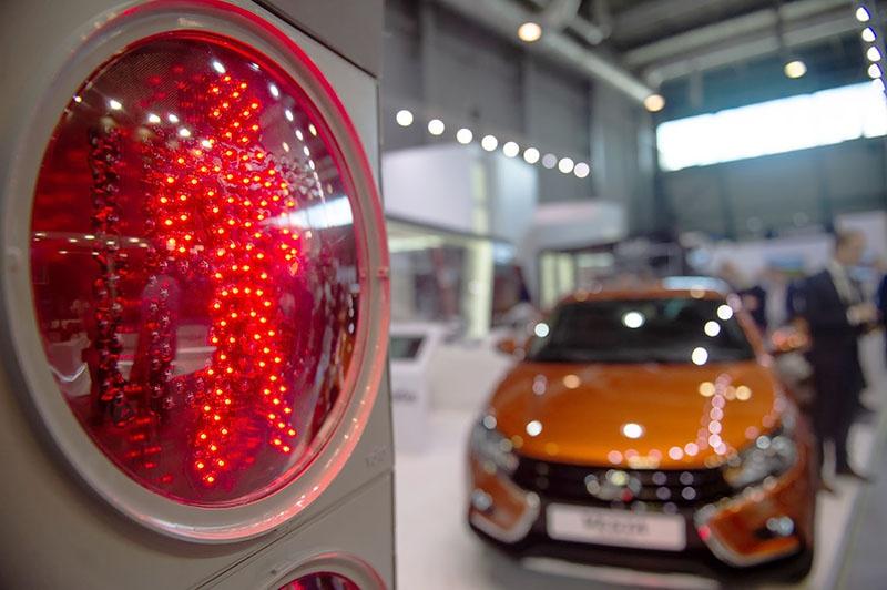 Сегодня «умная» система уже уверенно контролирует в Москве транспортные потоки и обеспечивает бесперебойное движение наземного пассажирского транспорта.