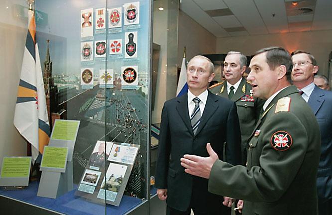 В 2006-м на открытии нового здания Главного разведывательного управления Владимир Путин задержался у стенда о разведчике под оперативным псевдонимом «Дельмар».