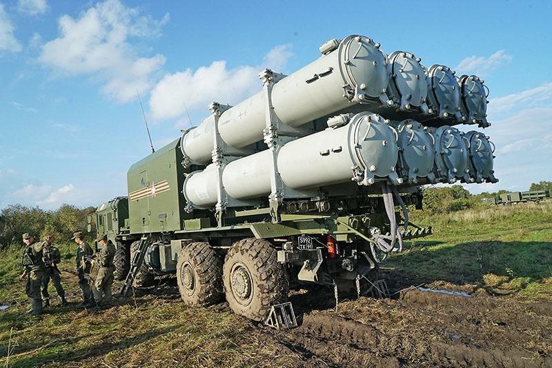 На южном направлении сформирована межвидовая группировка, в состав которой входят новейшие ракетные корабли, дивизия ПВО с системами С-400, авиадивизия, три дивизиона береговых ракетных комплексов «Бал» и «Бастион».