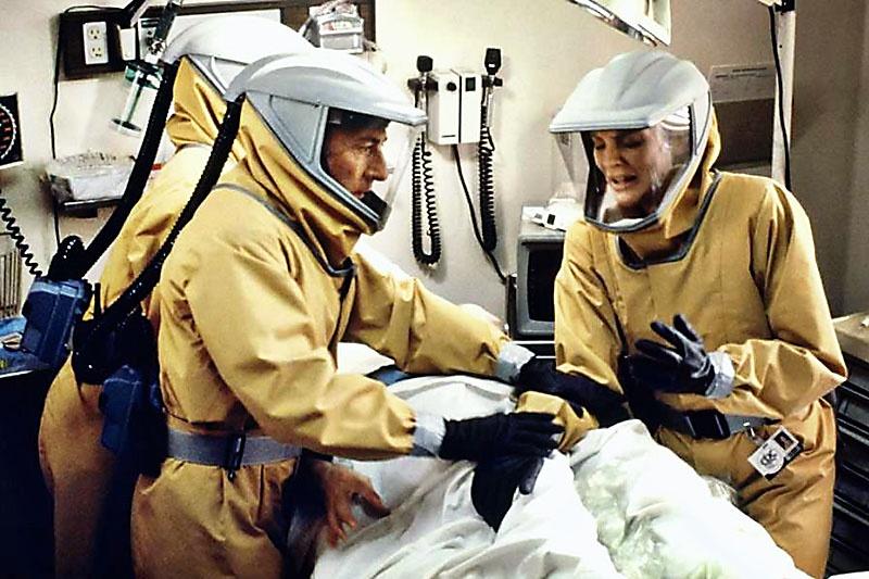 «Бэтмены» из спецподразделений по биологической войне. Кадр из фильма «Эпидемия».