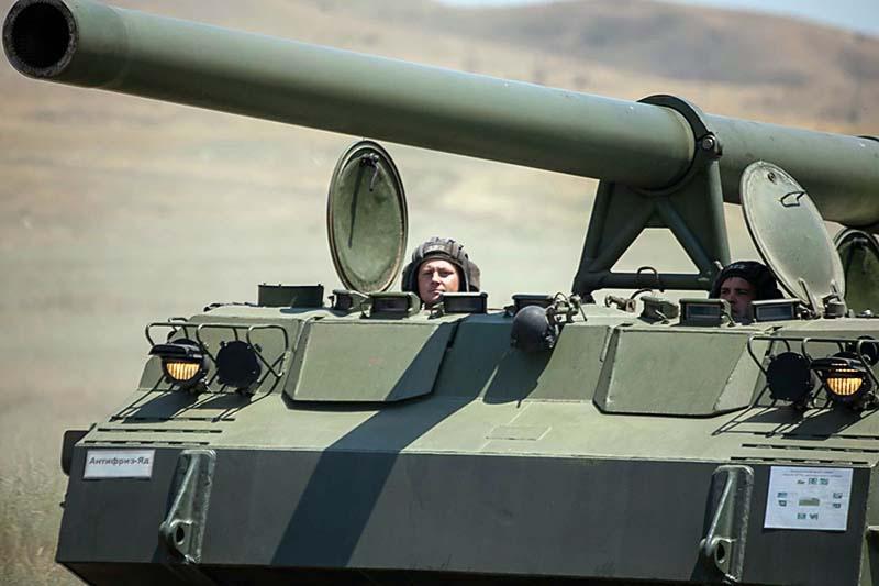 В масштабных боевых стрельбах на полигоне Тарское в Северной Осетии участвовали более 700 артиллеристов.