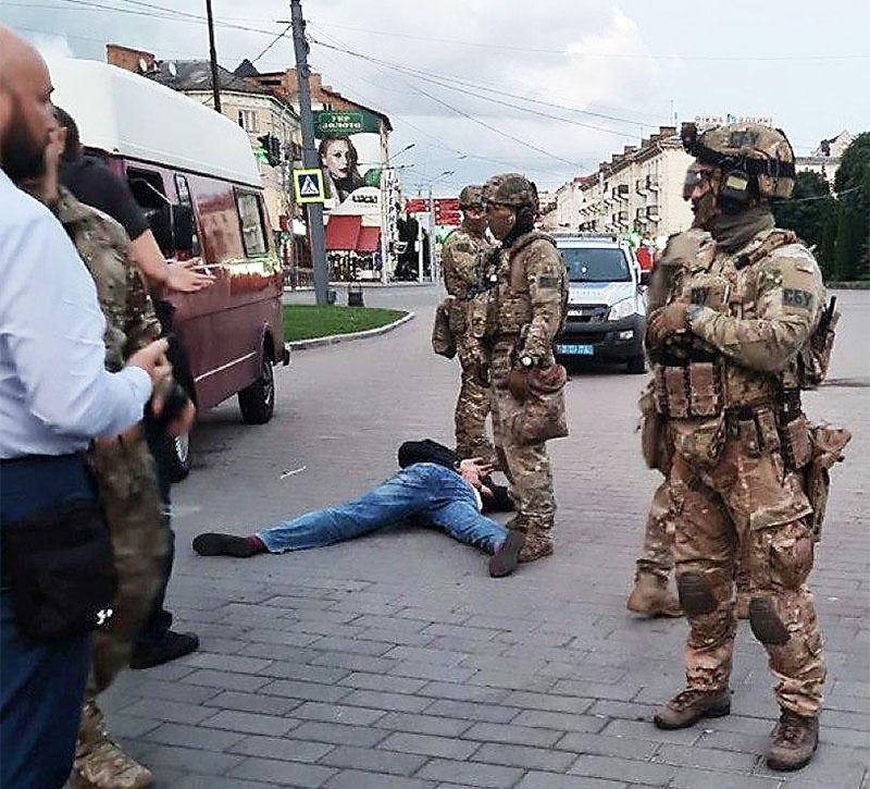 Террорист сам вышел из автобуса и полторы минуты ждал, когда его задержат.