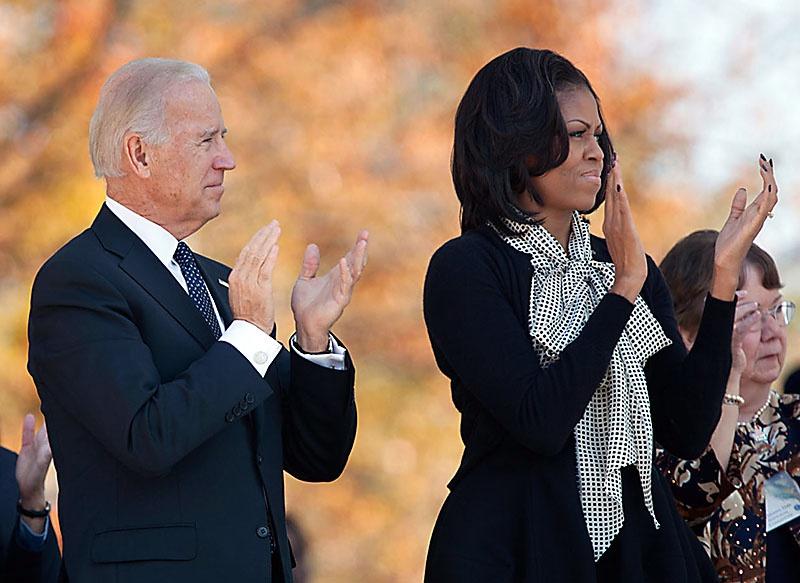 В коллекции претендентов на пост вице-президента у Байдена есть супруга (супруг) Обамы Мишель (Майкл).