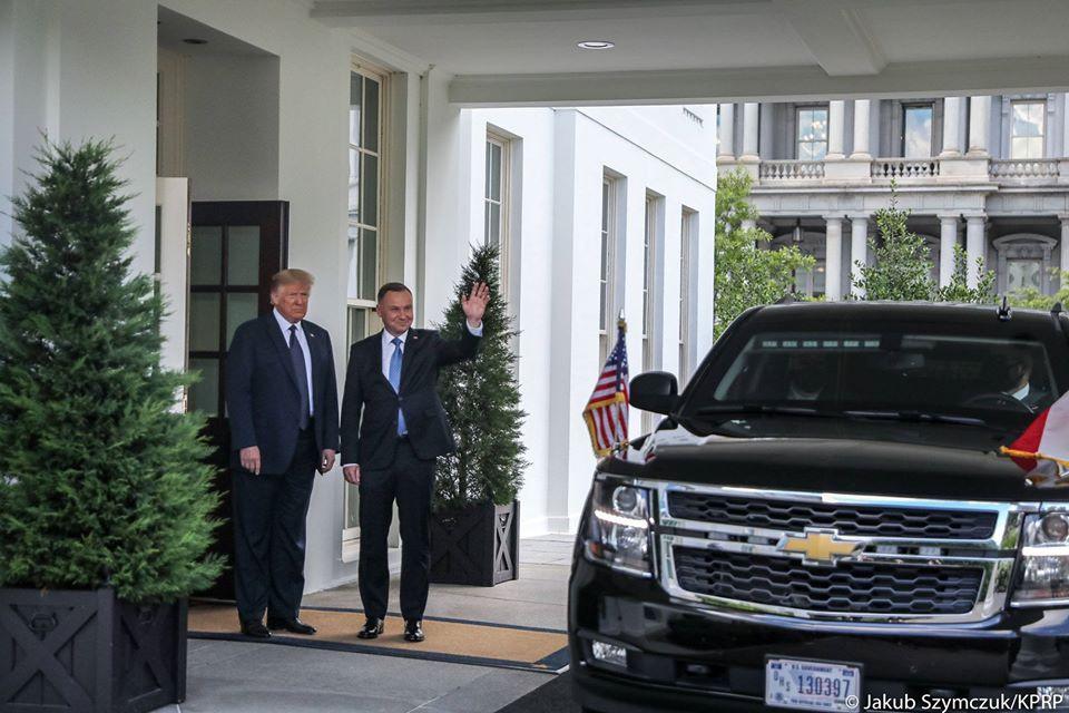 За пару дней до очередных президентских выборов в Варшаве президент Польши Анджей Дуда помчался в Вашингтон.