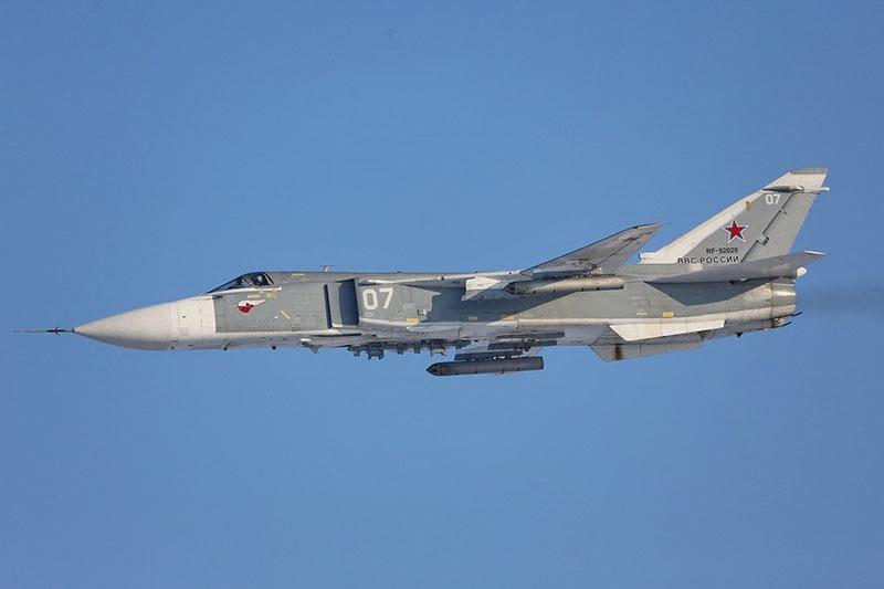 Активная фаза учения стартовала проведением разведки района действий с привлечением самолётов-разведчиков Су-24МР.
