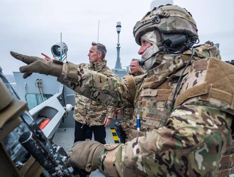 Генсек НАТО Йенс Столтенберг заявил, что Россия проявляет всё большую активность в Арктике, а российские войска стоят... «непосредственно у внешних границ НАТО».