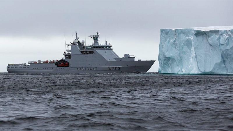 Норвежский патрульный ледокол KV Svalbard.
