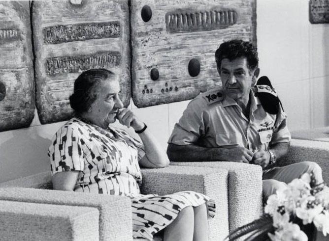Премьер-министр Голда Меир и начальник генерального штаба Давид Элазар.