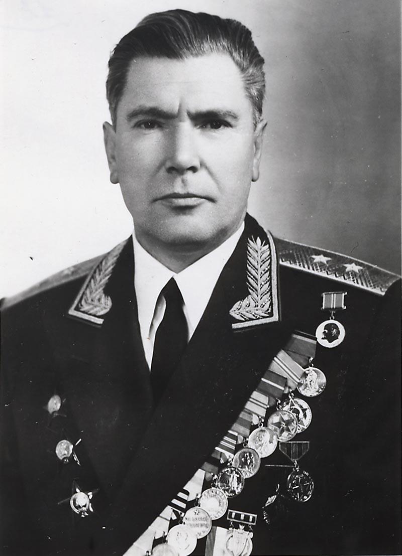 Начальник управления радиоразведки ГРУ генерал-лейтенант Пётр Шмырёв.