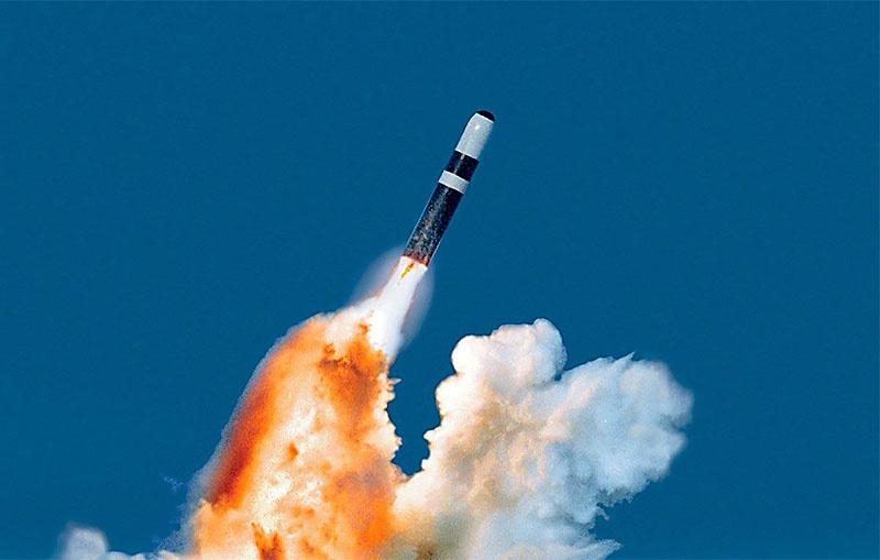 Баллистическая ракета «Трайдент II-D5». Стоят на вооружении американских атомных подводных лодок типа «Огайо».