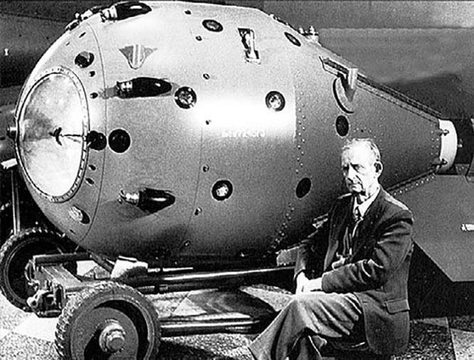 Уже к лету 1945-го американцы изготовили четыре бомбы, одна из которых 16 июля была испытана на полигоне в штате Нью-Мексико.