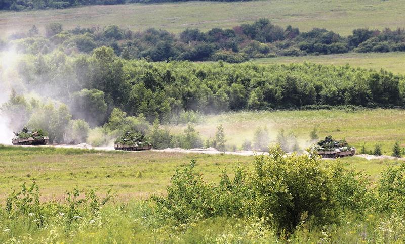 На полигоне Бурдуны сошлись в противостоянии два танковых батальона.