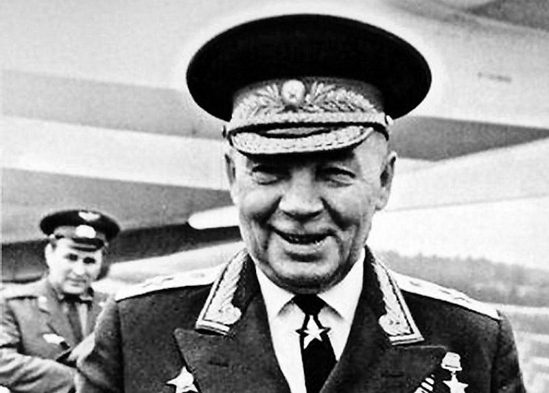 Командующий Воздушно-десантными войсками генерал армии Василий Маргелов.