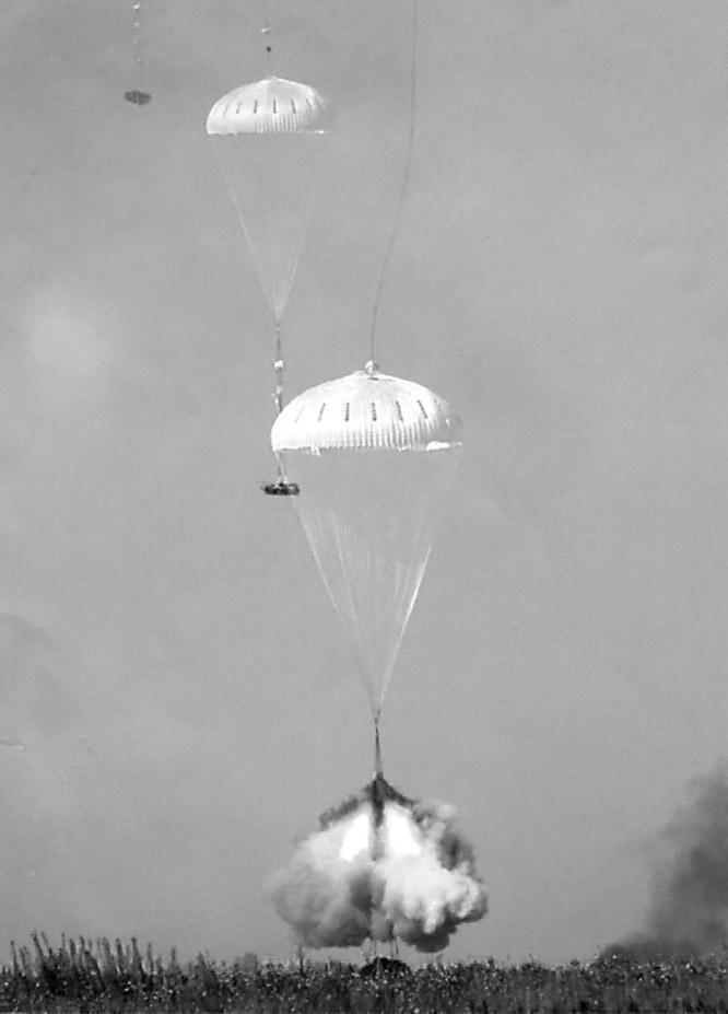В «Реактавре» в момент приземления скорость вертикального снижения гасилась до нуля за счёт тяги реактивных двигателей.