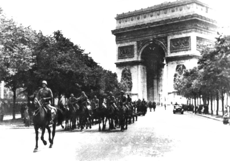 Немецкие войска в Париже.