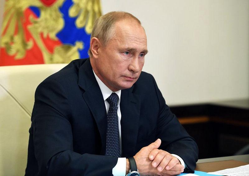 Президент Российской Федерации Владимир Путин на совещании с правительством.