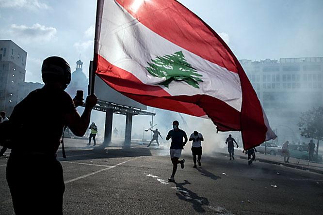 Протестующие в Бейруте требовали отставку правительства и проведение реформ.