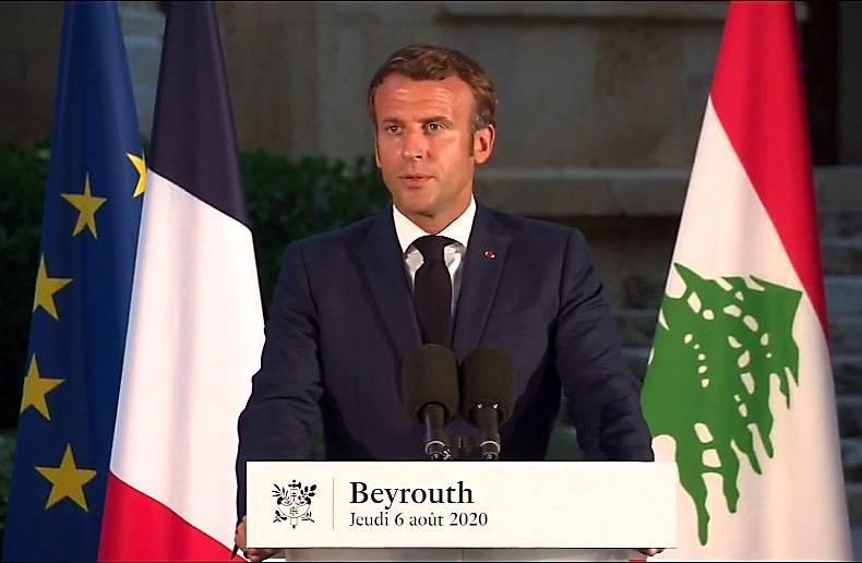 Глава Франции пообещал лично раздавать помощь пострадавшим ливанцам, поскольку не доверяет коррумпированным властям страны.